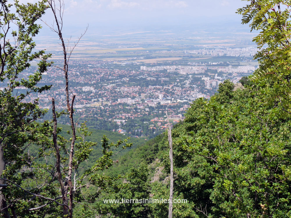La montaña VItosha regala vistas como esta a Sofía.