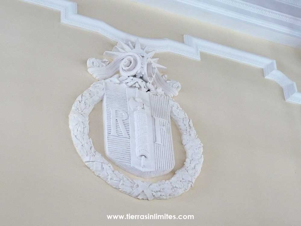 Escudo francés de la Estación de Canfranc