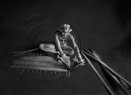 Un chamán del clan de Mentawai en Sumatra Occidental, Indonesia, 2008 © Sebastião Salgado